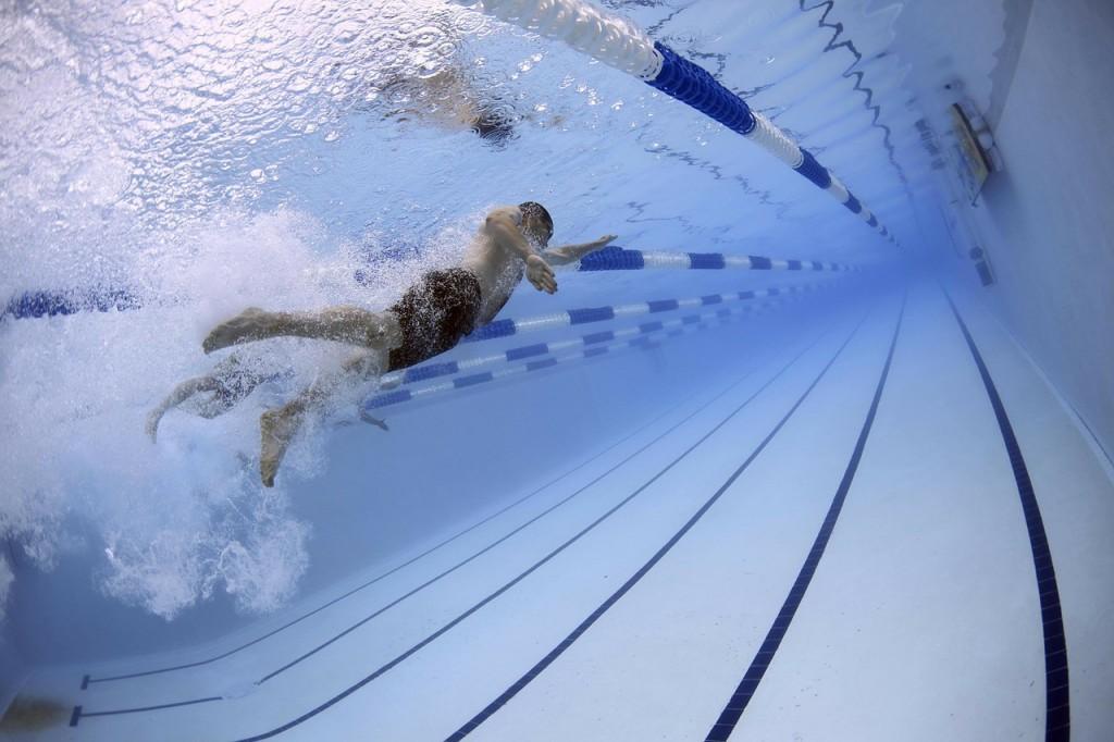 Изображение - Бассейн после замены тазобедренного сустава swimmers-79592_1280-1024x682